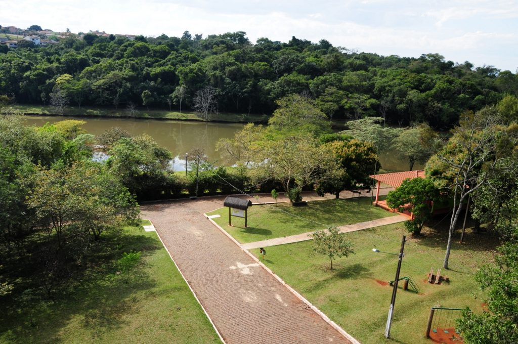 Vista do Parque Arthur Thomas, um dos pontos turísticos mais verdes de Londrina.