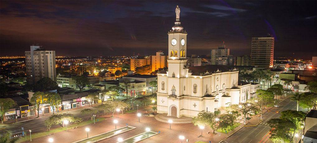 Foto aérea de um dos pontos turísticos de Apucarana, o Monumento do Boné.