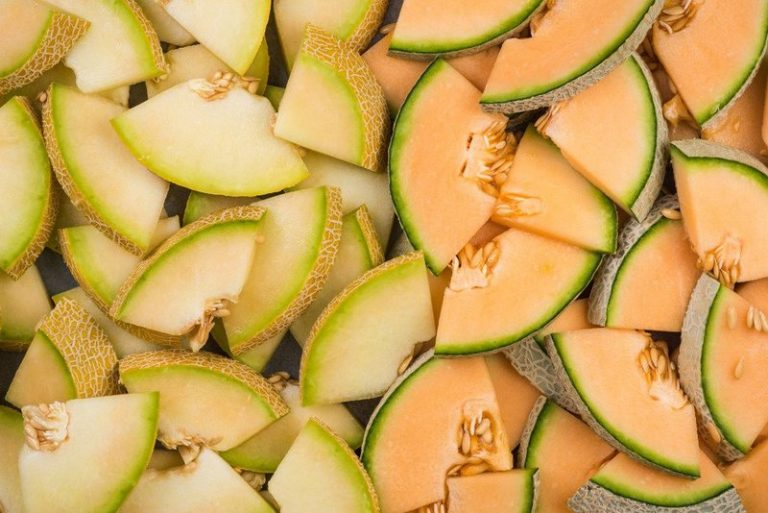 Melões cortados em pedaços para serem consumidos e levar benefícios ao corpo.