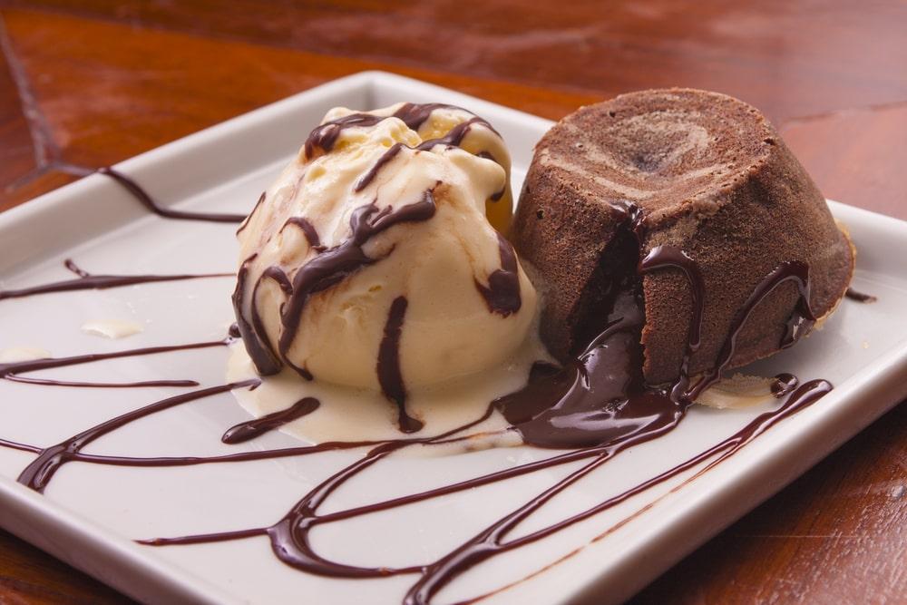 Petit gateu: uma sobremesa deliciosa e prática para o Dia dos Namorados.