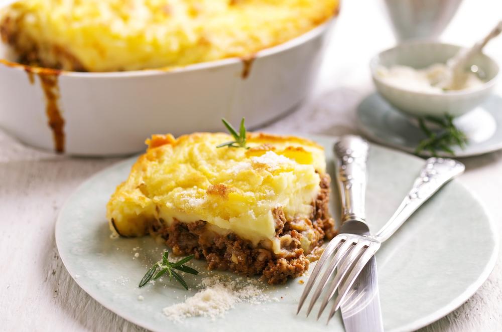 Escondidinho de carne com batata servido com alecrim: uma ótima receita para o Dia dos Pais.