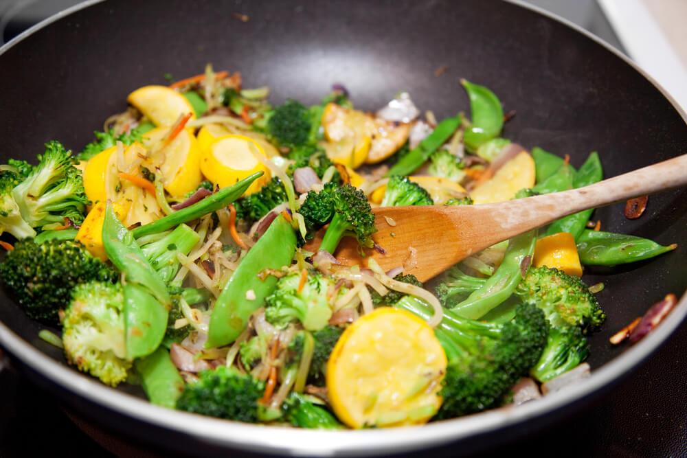 receita-vegana-de-legumes-salteados-uma-otima-receita-para-frigideira