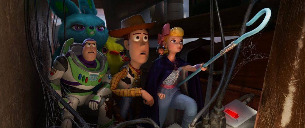 Um ótimo filme para ver com os filhos, a imagem retrata uma cena de Toy Story 4.