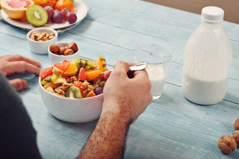 O que comer no café da tarde: 15 receitas e alimentos